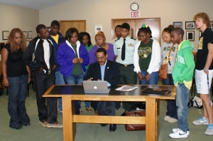 """Dr. King Memorial Architect Tells Students: """"We carve our own destiny early."""""""